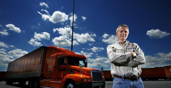 Camioneros veteranos deben de enseñar a robots: TuSimple