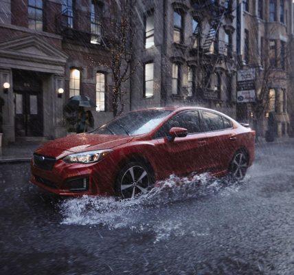 auto en lluvia